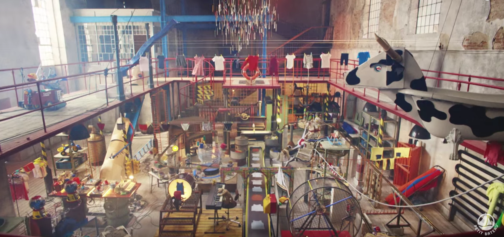 Une usine secrète qui lève le voile sur le pourquoi les vêtement Petit Bateau sont parfaits pour les enfants...
