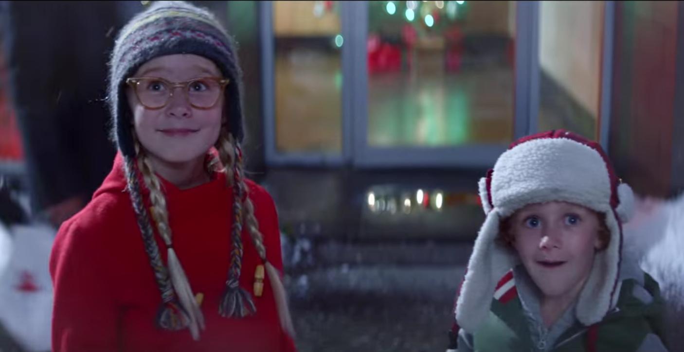 Pour son spot de Noël, Macy's met en scène l'épopée magique de deux enfants qui distribuent le bonheur autour d'eux