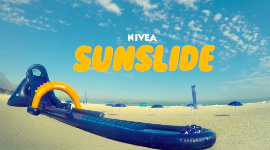 Nivea a mis en place un toboggan géant qui permet de protéger les enfants du soleil