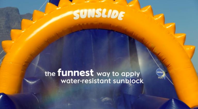 SunSlide : un toboggan gonflable qui amuse les enfants tout en les protégeant du soleil
