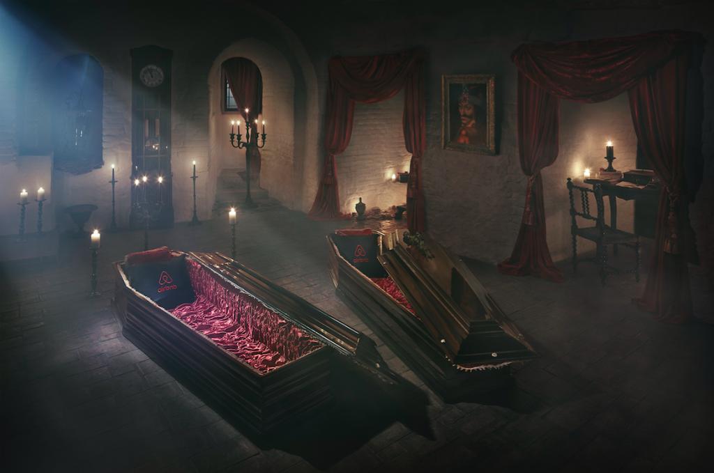 Oserez pousser la lourde porte du manoir de Dracula pour Halloween... C'est Airbnb qui vous invite !
