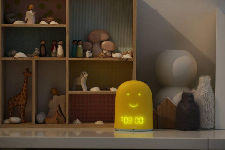 Un réveil connecté et intelligent qui aide les parents et donne une routine aux enfants dès le plus jeune âge