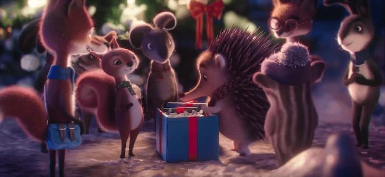 Le jour de Noël, ses camarades de classe lui réservent un cadeau surprise qui va lui changer la vie