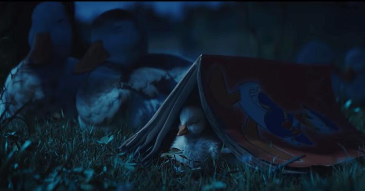 Une publicité qui met en scène un petit canard rêveur qui découvre avec émerveillement la star des canards, Donald Duck.