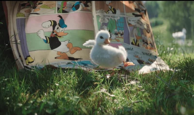 Disneyland Paris et BETC prolongent la magie des fêtes avec une publicité mignonne à souhait et un petit canard, fan de Donald Duck.