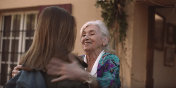 Bouygues Telecom communique sur son réseau rurale avec une grand mère audacieuse et imaginative