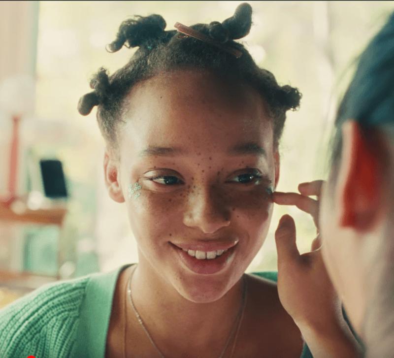 """L'enseigne de cosmétiques dévoile son nouveau positionnement dans un film de marque émouvant et impactant imaginé par BETC """"The Unlimited Power of Beauty""""."""