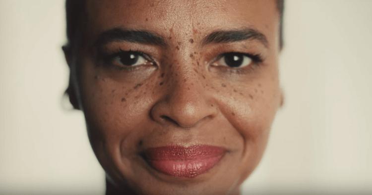 Un court-métrage à la fois authentique et émouvant, dans lequel toutes les femmes peuvent se retrouver, quel que soit leur âge.