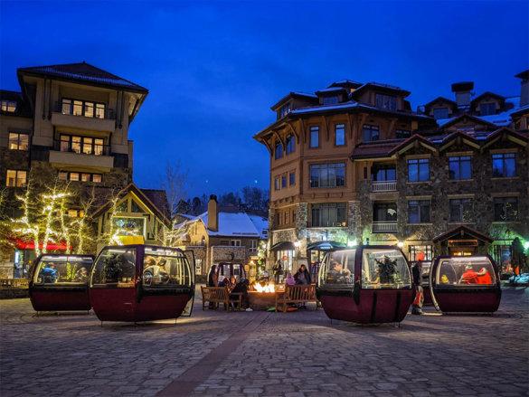 Un couple de restaurateurs américains a eu l'idée ingénieuse d'installer des cabines de ski pour continuer d'accueillir leurs clients en toute sécurité.