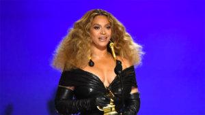 Avec ces quatre récompenses supplémentaires, Queen Bey est devenue l'artiste féminine la plus récompensée des Grammy Awards, avec 28 trophées à son actif.