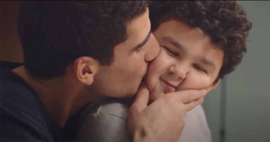 """La Redoute et son agence Fred & Farid Paris font de nouveau appel à Géraldine Nakache pour la réalisation du film publicitaire """"Deux frères"""" où les liens de la fratrie sont mis à l'honneur."""